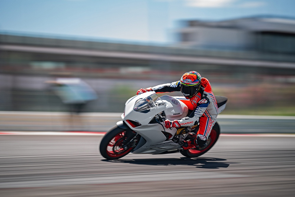 Ducati Panigale V2 White Rosso sap ra mat tai DNA anh 10