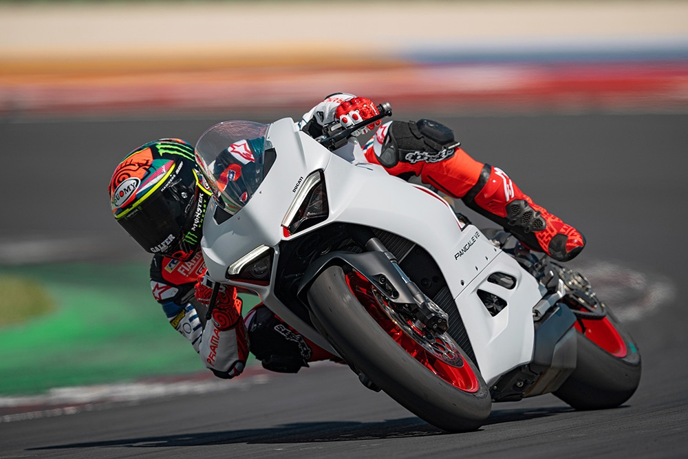 Ducati Panigale V2 White Rosso sap ra mat tai DNA anh 8