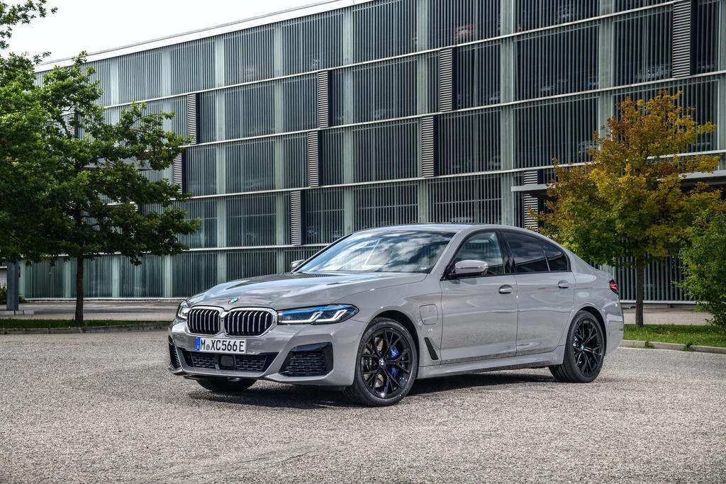 Chi tiet BMW 545e xDrive 2021 anh 1