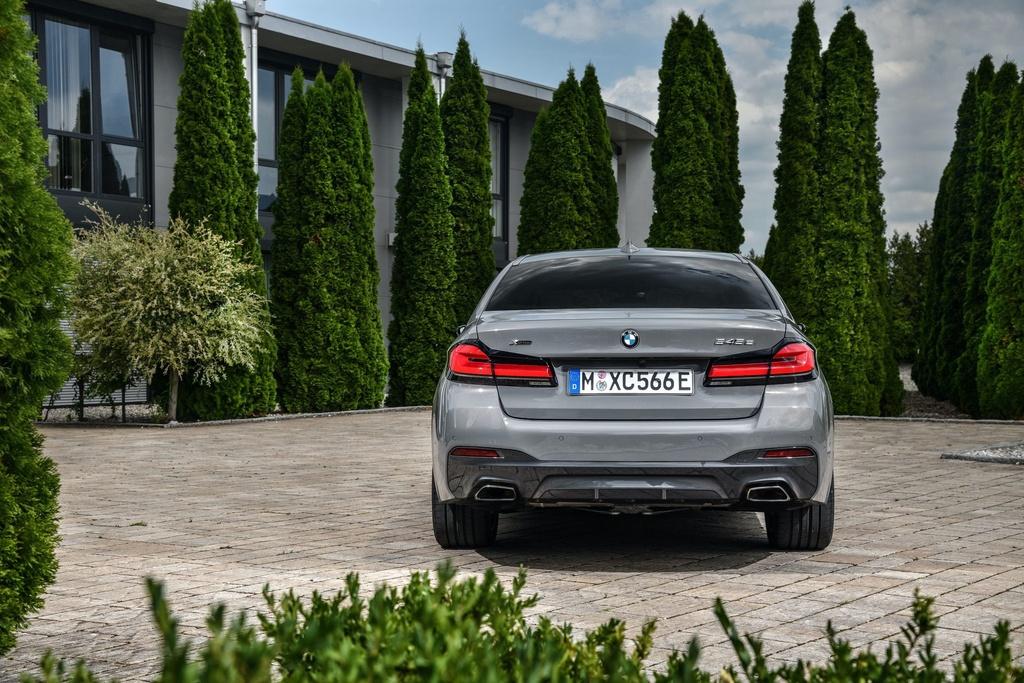 Chi tiet BMW 545e xDrive 2021 anh 12
