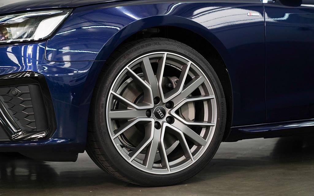 Audi A4 Avant facelift ra mat tai Thai Lan anh 5