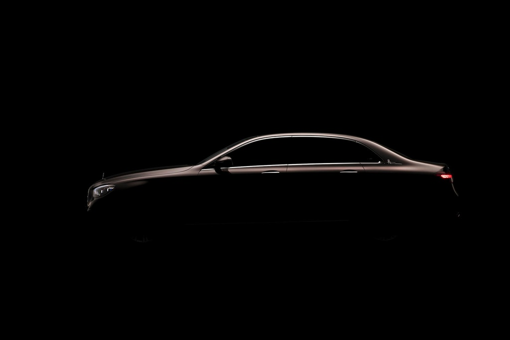 Mercedes-Benz E-Class ban keo dai truc co so ra mat anh 2
