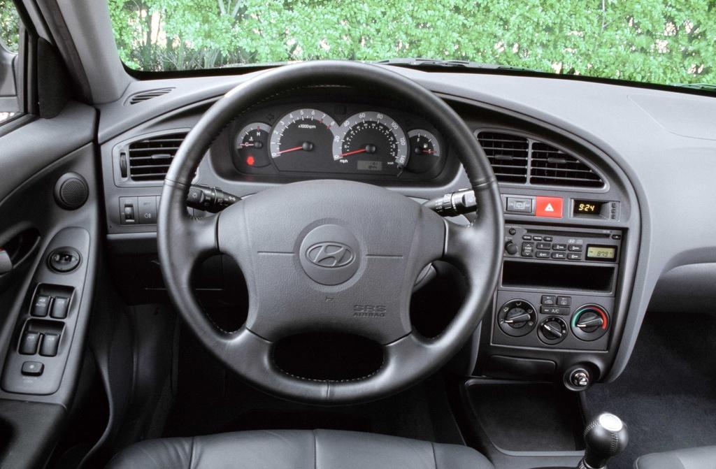 7 the he cua Hyundai Elantra anh 12