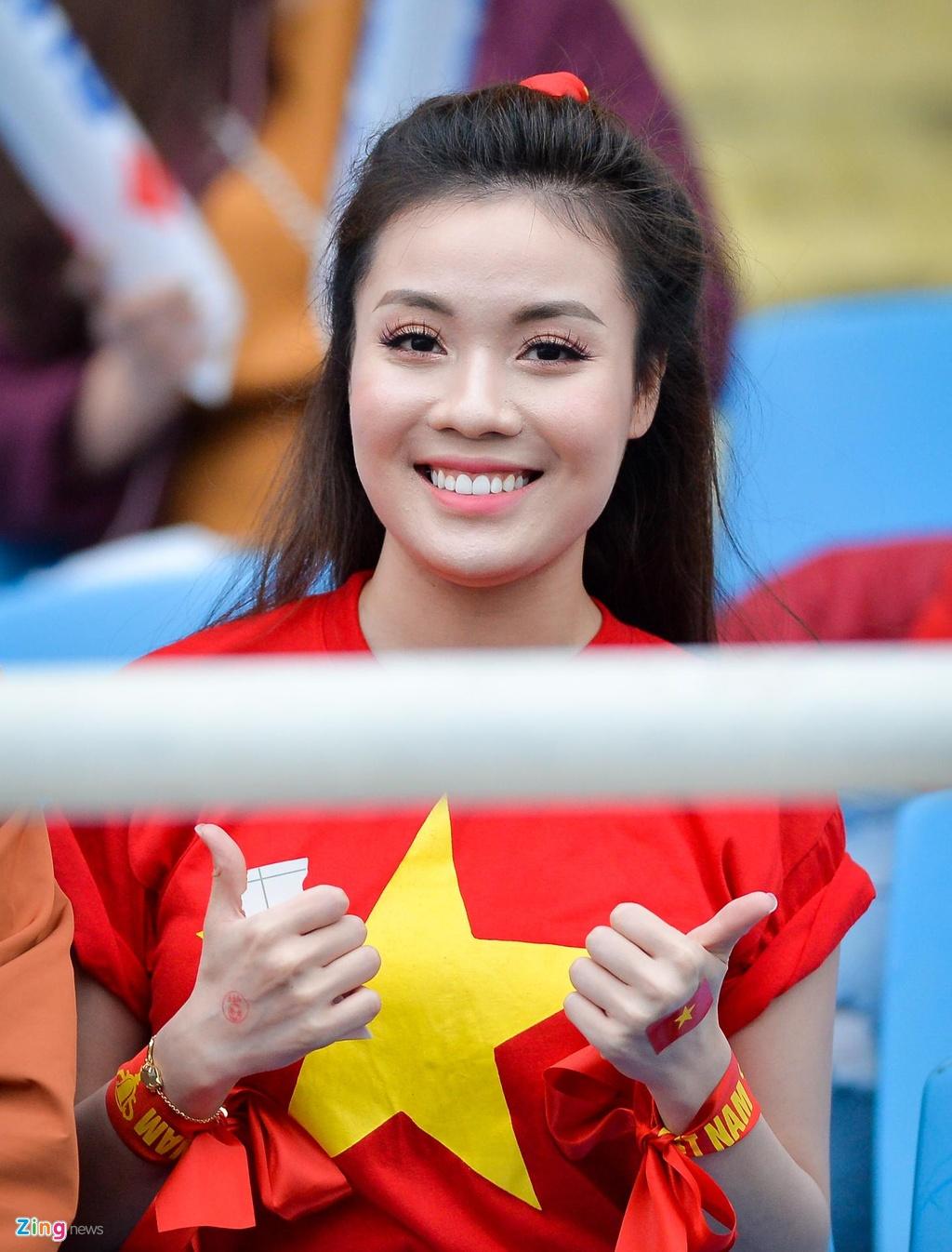 Ban gai Duy Manh rang ngoi truoc tran chung ket AFF Cup hinh anh 4