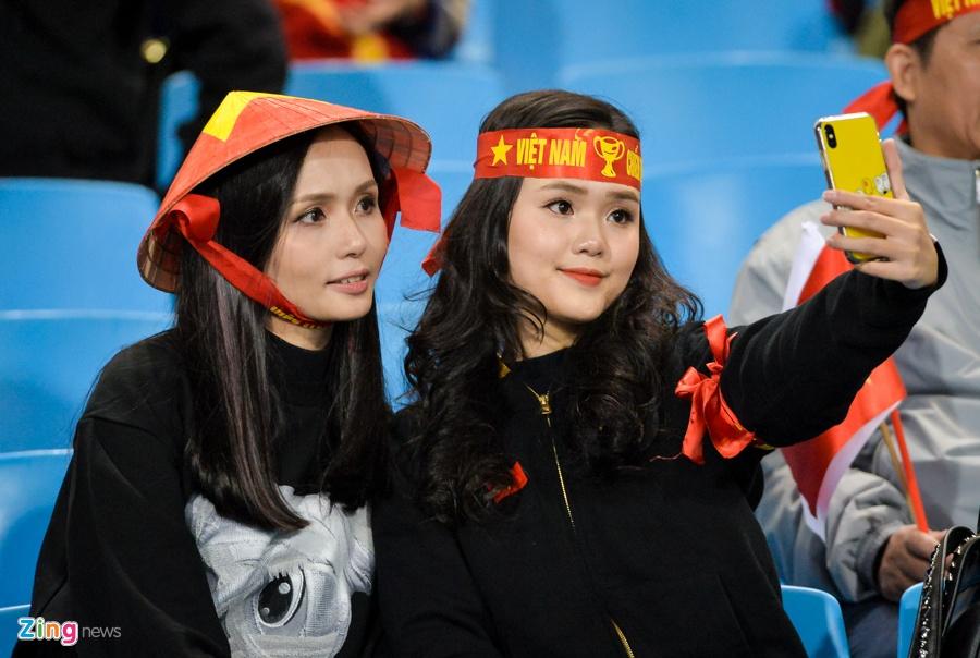 Ban gai Duy Manh rang ngoi truoc tran chung ket AFF Cup hinh anh 2