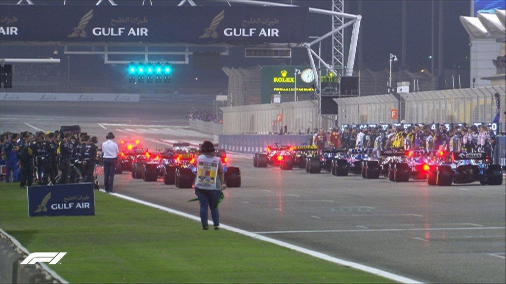 Doi thu gap su co, Hamilton ve nhat chang dua F1 tai Bahrain hinh anh 2