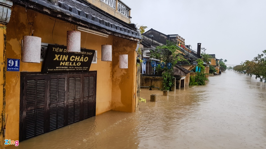 Pho co Hoi An chim trong bien nuoc hinh anh 15