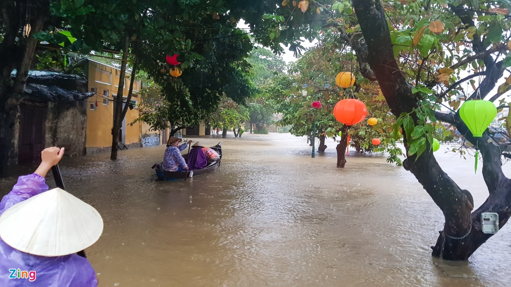 Pho co Hoi An chim trong bien nuoc hinh anh 4