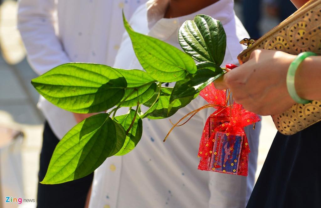 Hang nghin nguoi Da Nang den chua, cong vien du xuan hinh anh 8