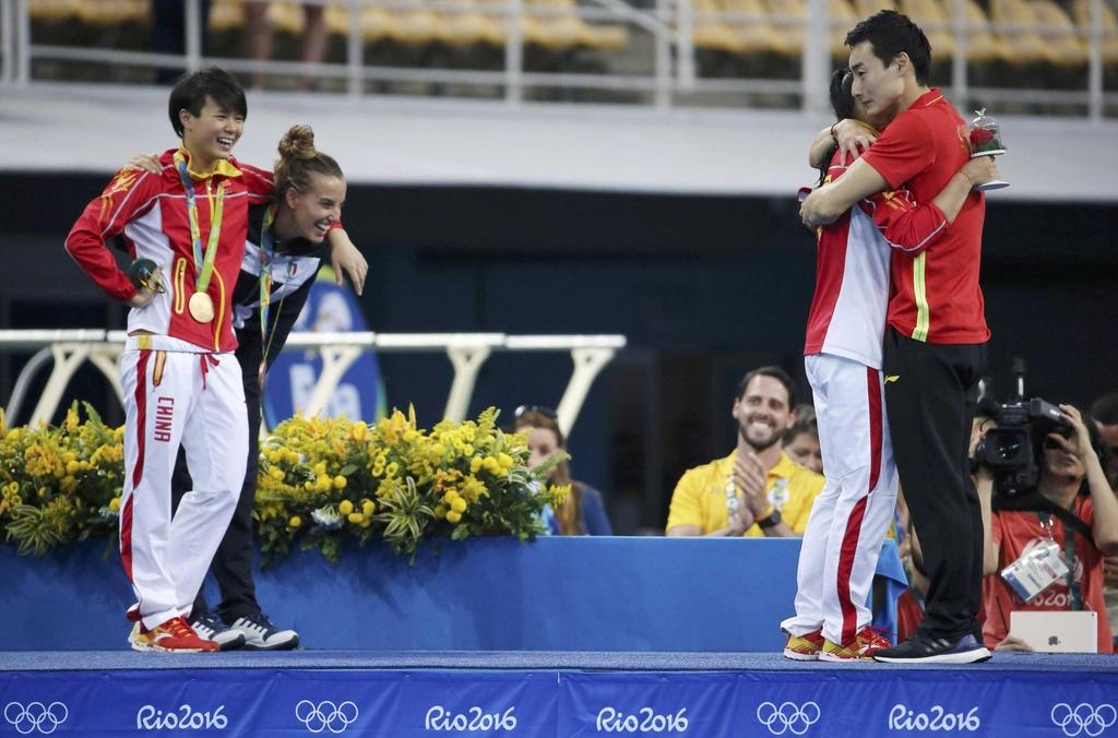 Nu VDV bat khoc khi bat ngo duoc cau hon tai Olympic 2016 hinh anh 7