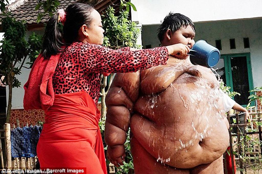 Cau be nang hon 200 kg tro lai truong sau no luc giam can hinh anh 11