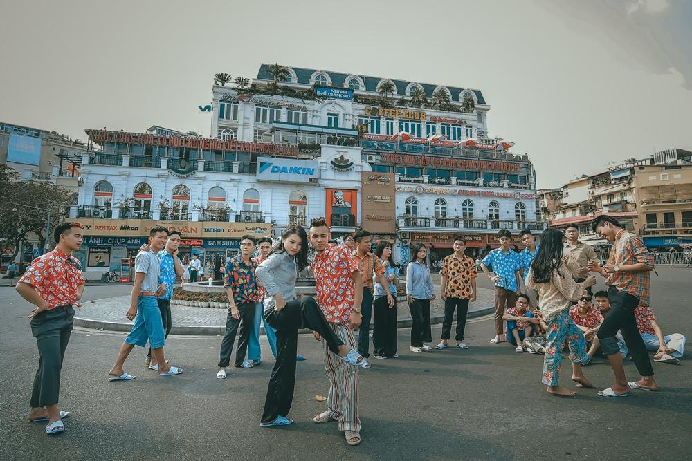 Anh ky yeu phong cach 'thanh nien Ha Noi nhung nam 90' hinh anh 3