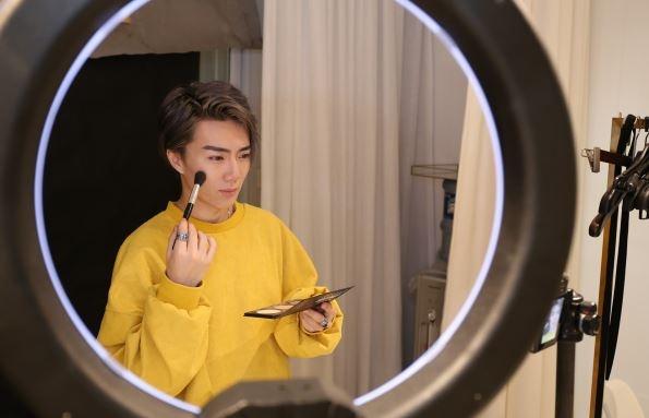 Chen Yue Qiang là  chuyên gia trang điểm, beauty blogger nổi tiếng tại Trung Quốc.