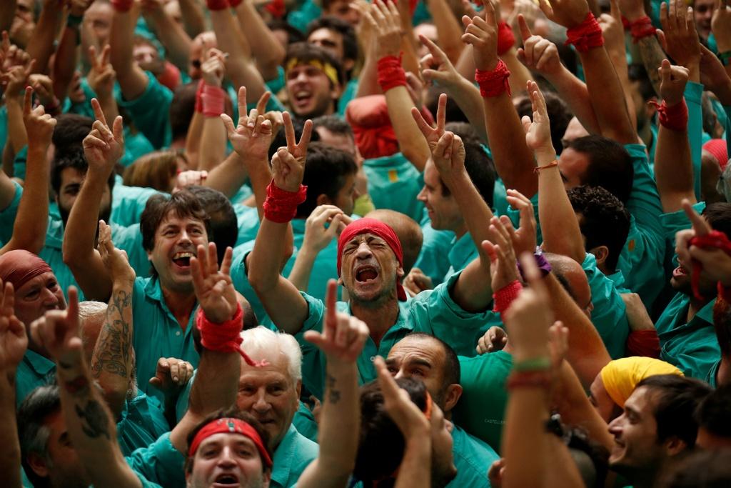 6.000 nguoi Catalonia tham gia cuoc thi xay 'thap nguoi' hinh anh 10