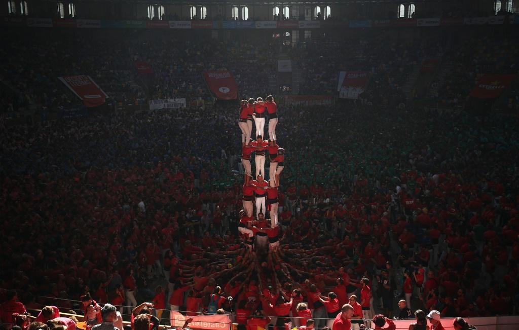 6.000 nguoi Catalonia tham gia cuoc thi xay 'thap nguoi' hinh anh 1