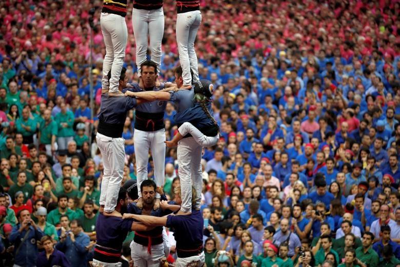 6.000 nguoi Catalonia tham gia cuoc thi xay 'thap nguoi' hinh anh 5