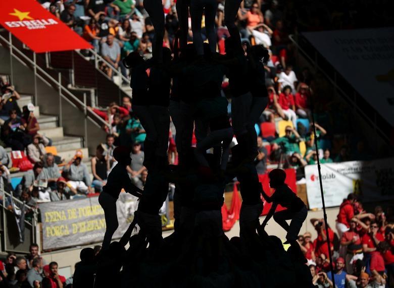 6.000 nguoi Catalonia tham gia cuoc thi xay 'thap nguoi' hinh anh 8