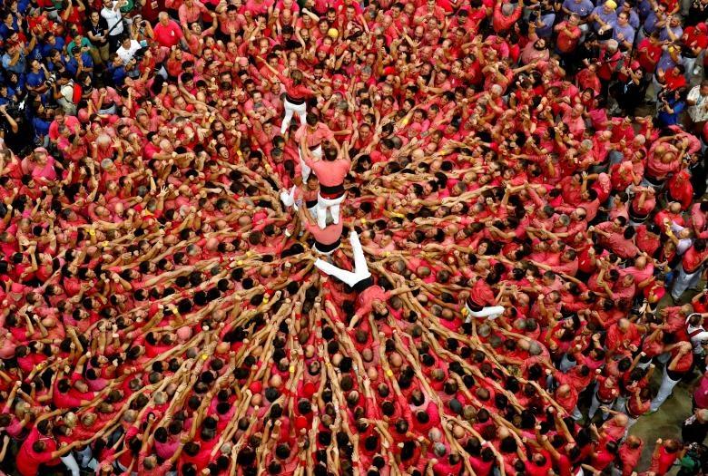 6.000 nguoi Catalonia tham gia cuoc thi xay 'thap nguoi' hinh anh 6