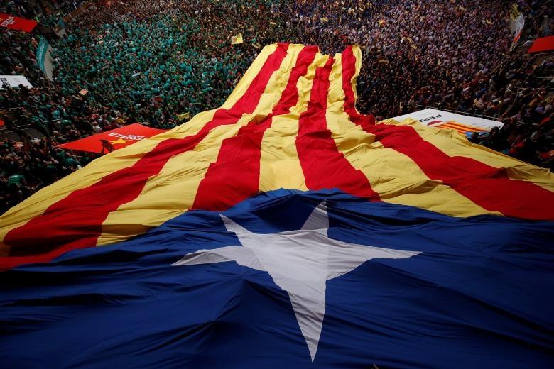 6.000 nguoi Catalonia tham gia cuoc thi xay 'thap nguoi' hinh anh 2