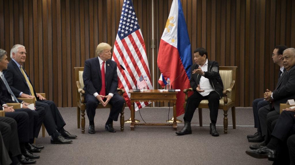 Ong Tap den Philippines, tim kiem 'cau vong sau mua' voi TT Duterte hinh anh 3