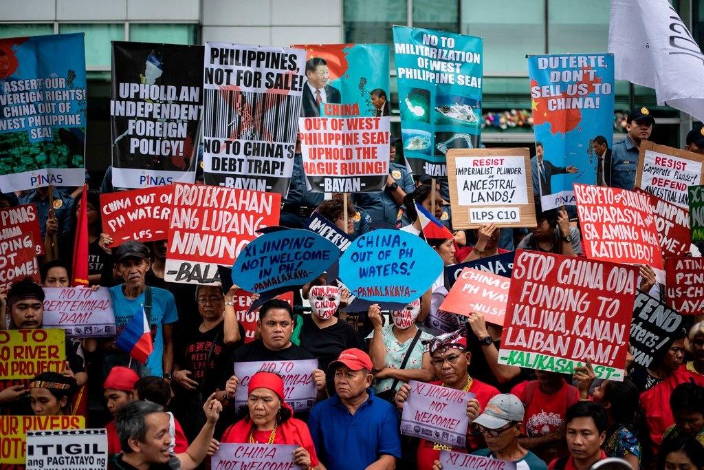 Ong Tap den Philippines, tim kiem 'cau vong sau mua' voi TT Duterte hinh anh 2