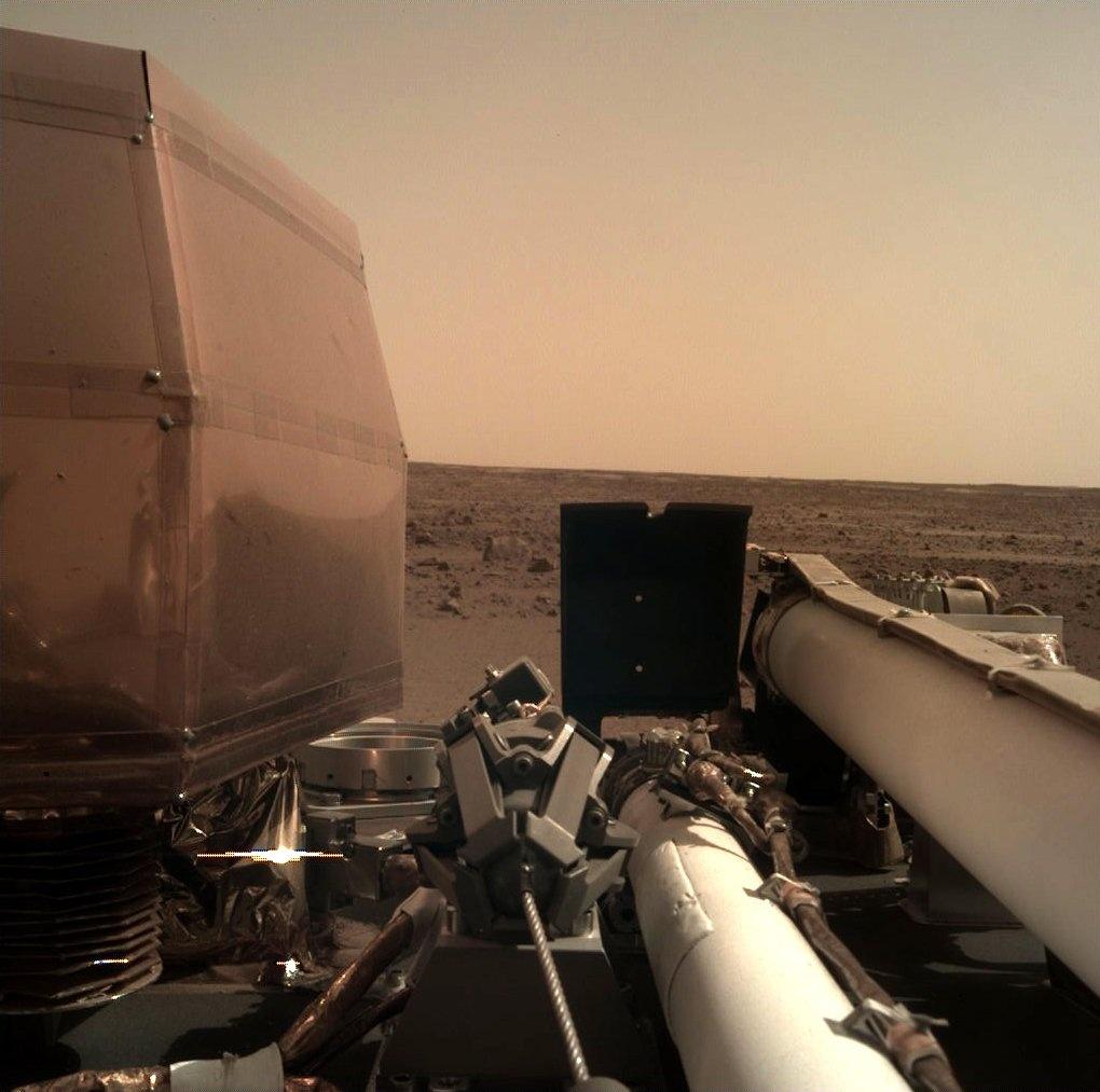 Tau vu tru NASA ha canh xuong sao Hoa sau chuyen di 6 thang hinh anh 8