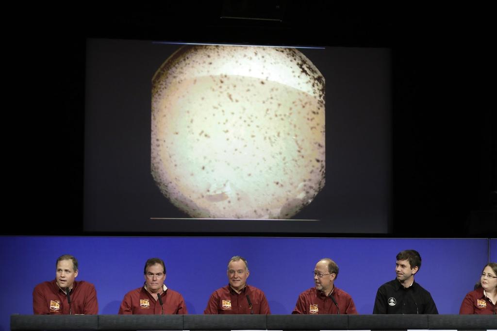 Tau vu tru NASA ha canh xuong sao Hoa sau chuyen di 6 thang hinh anh 10