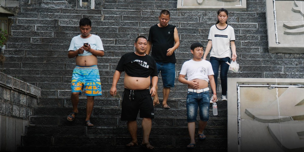 'Bikini Bac Kinh' ngap pho o Trung Quoc, chong choi cai nong mua he hinh anh 4
