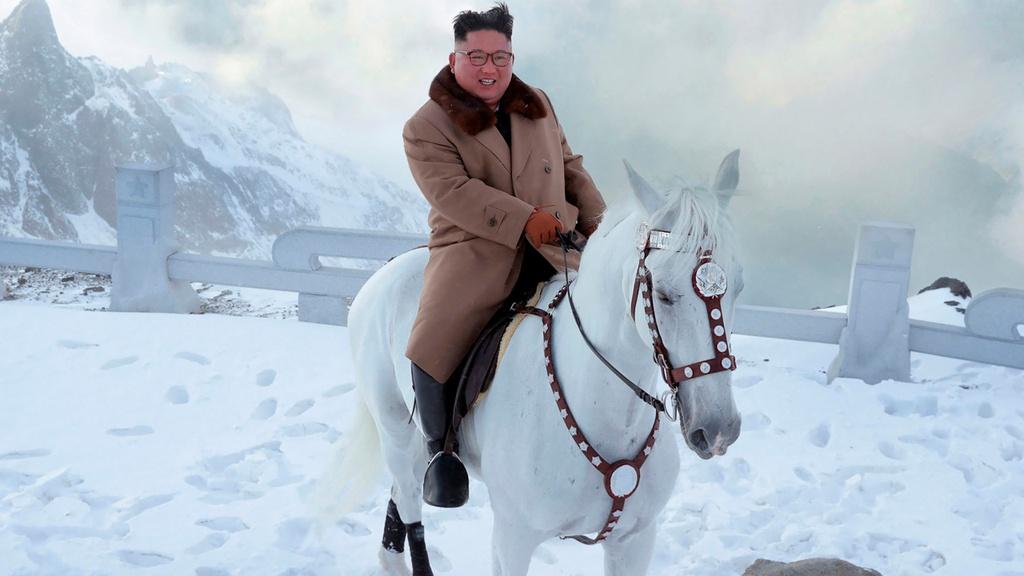 Ong Kim cuoi b.ach ma len nui thieng, the gioi sap co b.at ngo hinh anh 4