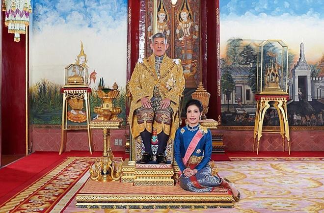 Hoang quy phi Thai Lan mac bay tranh cho ngoi canh nha vua? hinh anh 1