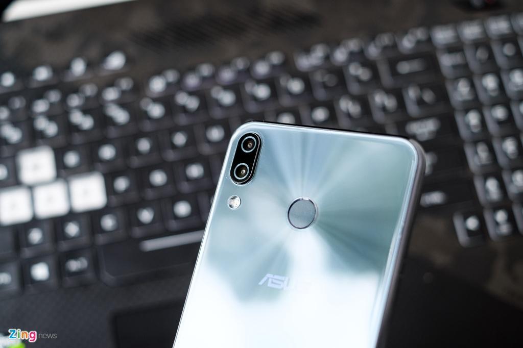 Co nen mua Zenfone 5 - thua nhan 'hoc iPhone X vi nguoi dung'? hinh anh 5