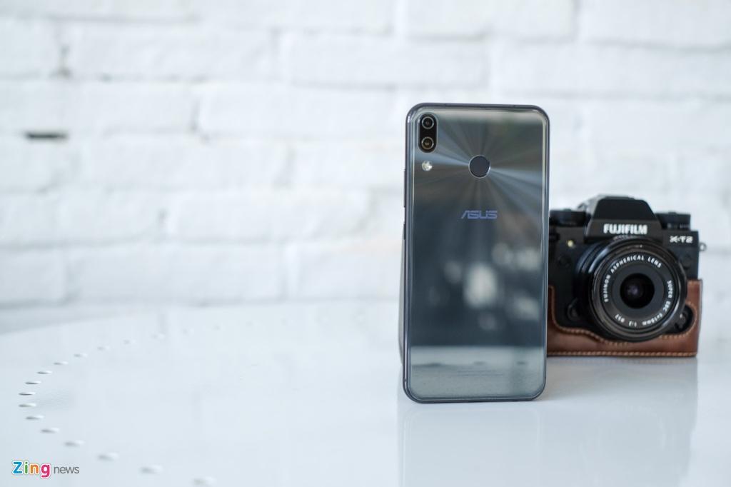 Co nen mua Zenfone 5 - thua nhan 'hoc iPhone X vi nguoi dung'? hinh anh 2