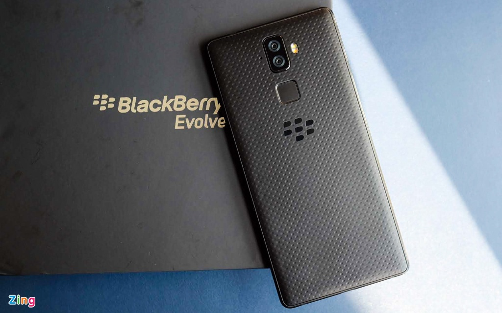 Anh chi tiet BlackBerry Evolve ve Viet Nam, gia 8 trieu dong hinh anh 1