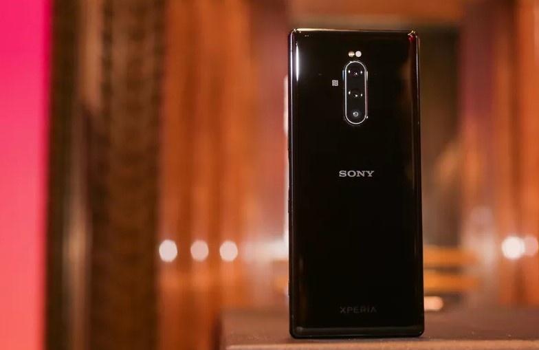 Sony ra smartphone dai bat thuong, 3 camera, co the khong ban o VN hinh anh 1
