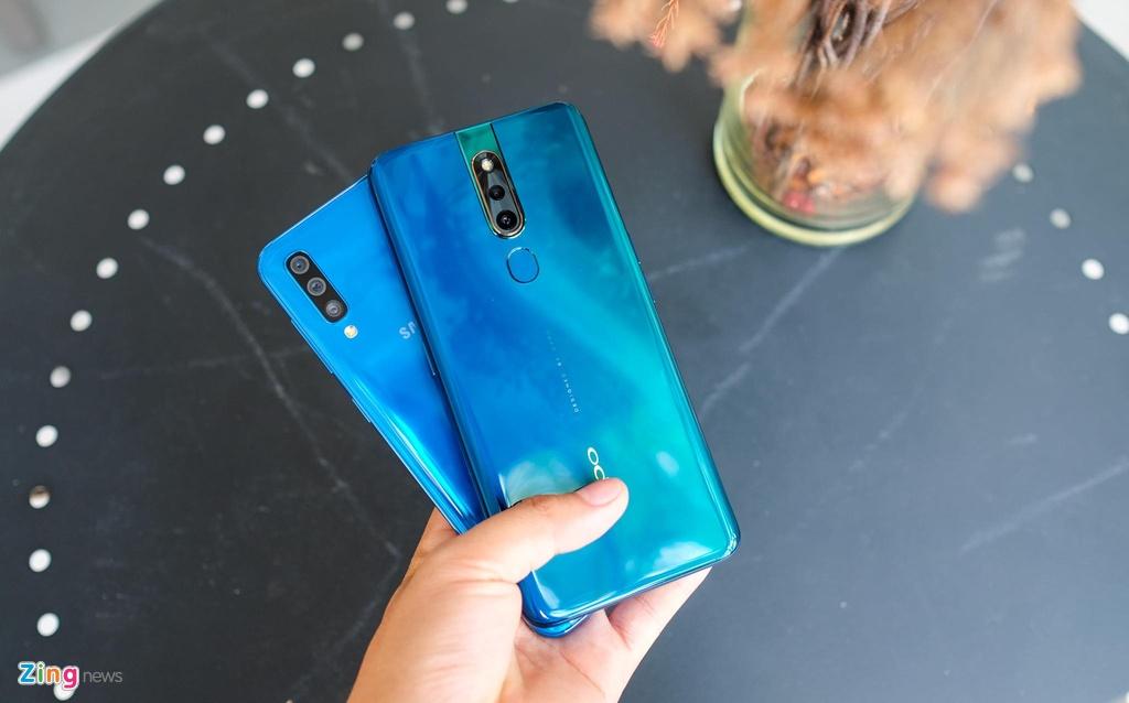 Galaxy A50 doi dau Oppo F11 Pro - smartphone tam trung nao dang mua? hinh anh 1