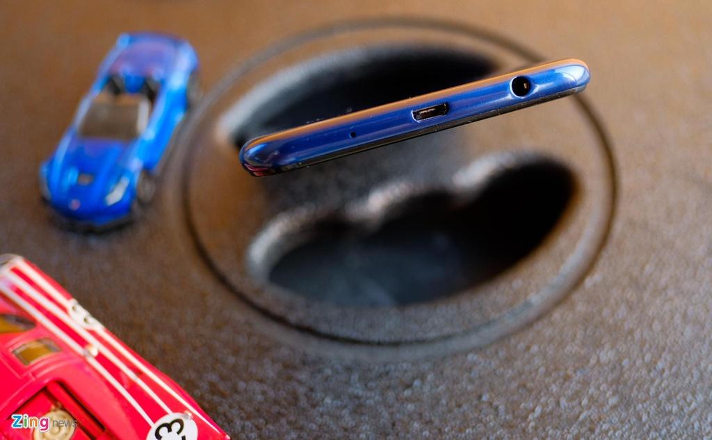Chi tiet Galaxy M10 - camera kep goc rong, gia 2,8 trieu dong hinh anh 4