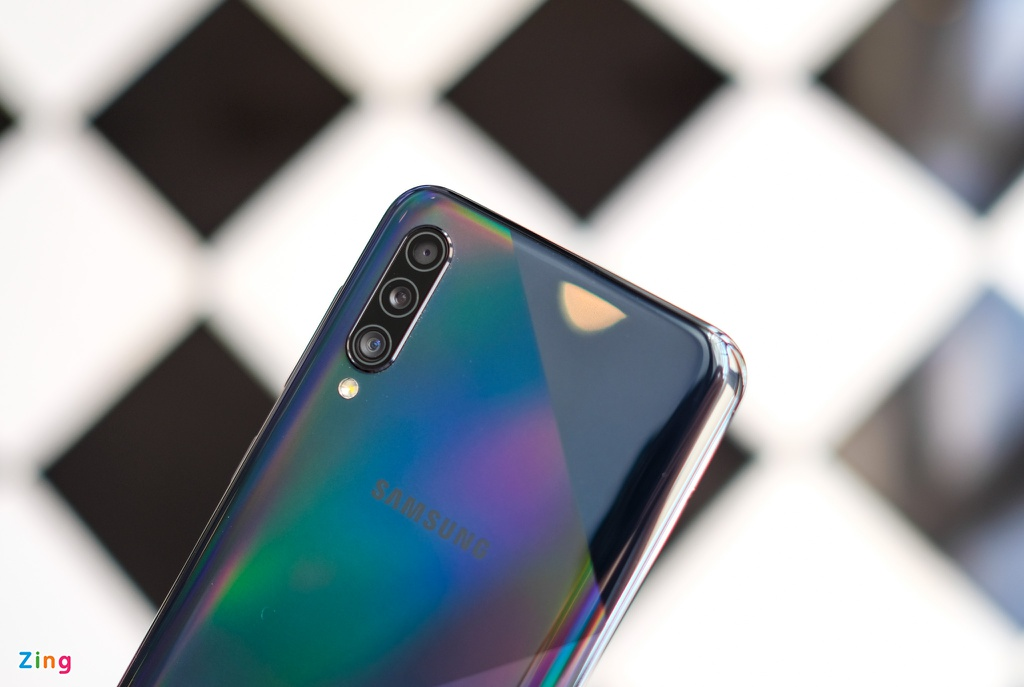 Galaxy A50s - man lon, camera 48 MP, mat lung la, gia 7,8 trieu hinh anh 3