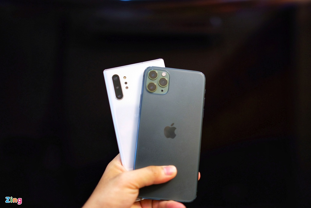 iPhone 11 Pro Max do dang voi Galaxy Note10+ anh 1