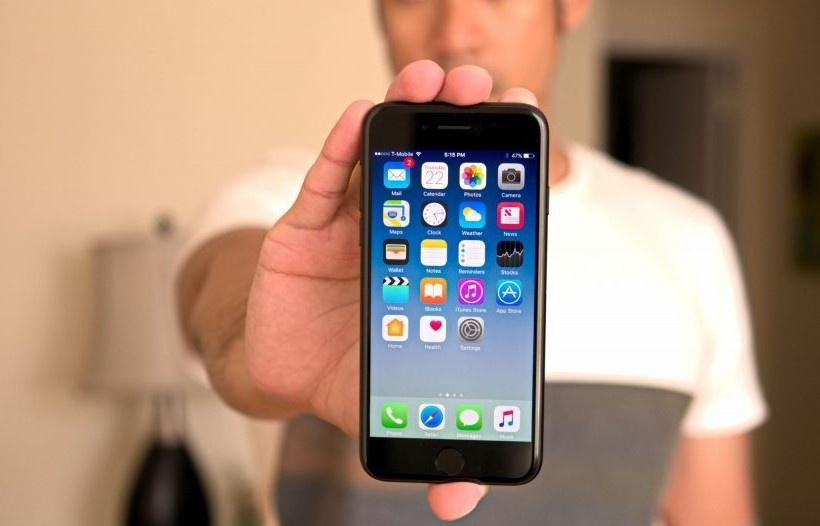 iPhone 7 va loat di dong cao cap mot thoi gia duoi 4 trieu dong hinh anh 1