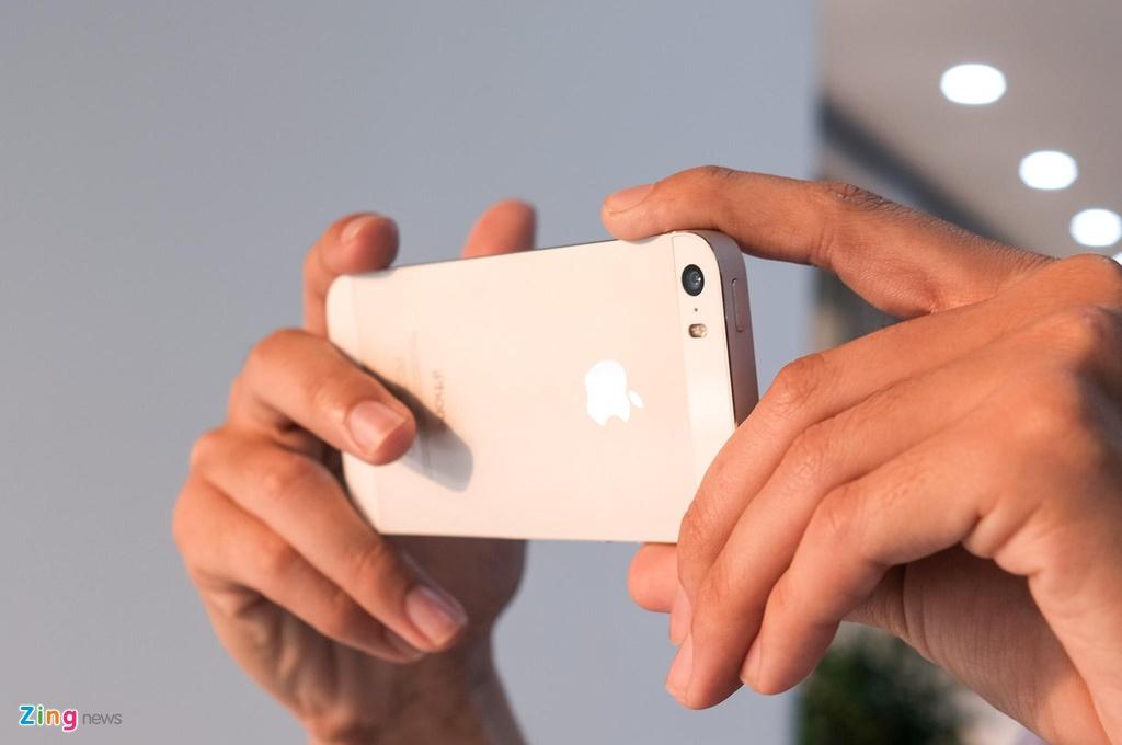 iPhone 5S gia tu 800.000 dong lam duoc gi luc nay? hinh anh 3 iPhone_5S_zing_(7).jpg