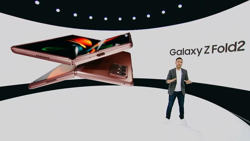 trai nghiem Galaxy Z Fold2 anh 2