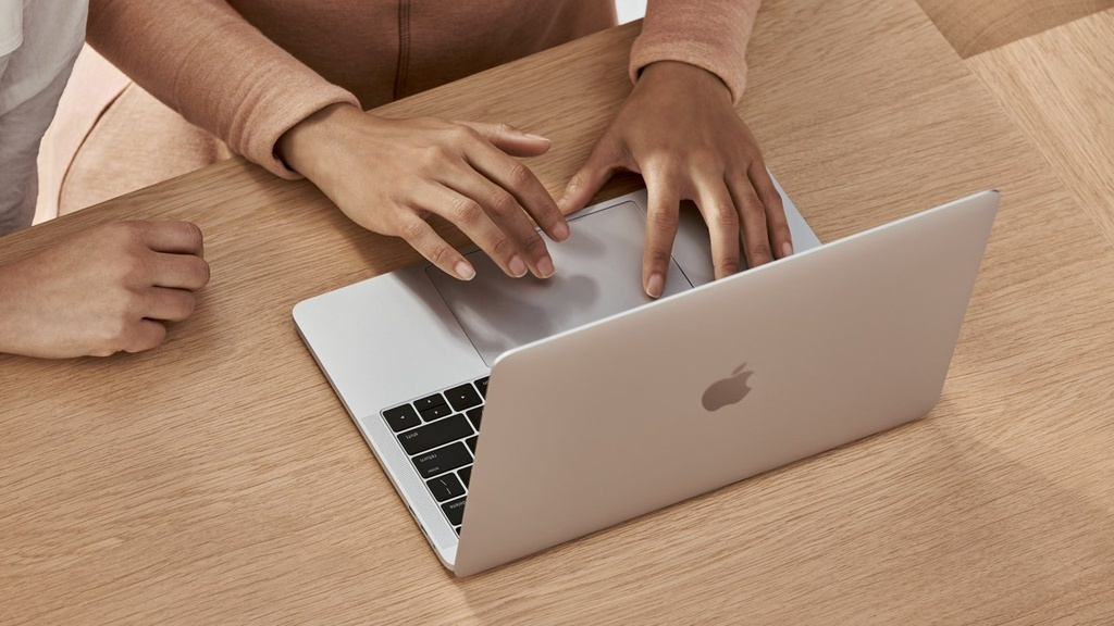 laptop ban chay thang 3/2021 anh 4