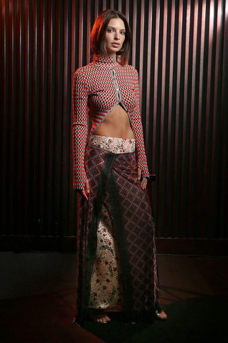 Scarlett Johansson dep nhat tuan voi trang phuc khoe nguc hinh anh 3