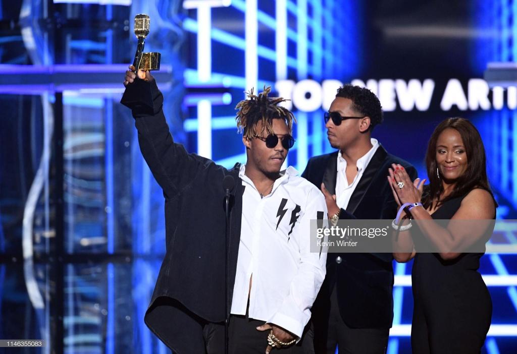 BTS, Ariana Grande thang ap dao tai Billboard Music Awards 2019 hinh anh 9