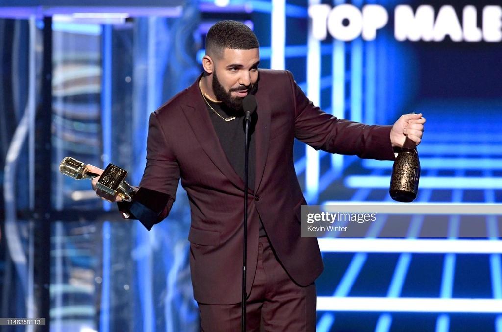 BTS, Ariana Grande thang ap dao tai Billboard Music Awards 2019 hinh anh 6