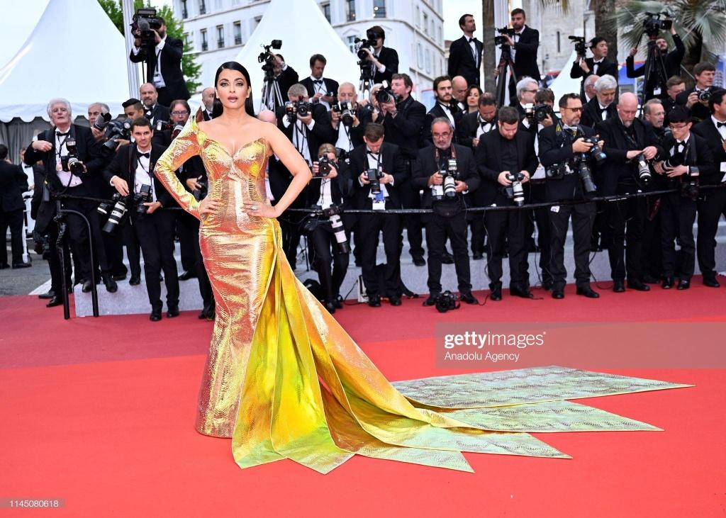 Hoa hau dep nhat moi thoi dai long lay tren tham do Cannes hinh anh 1