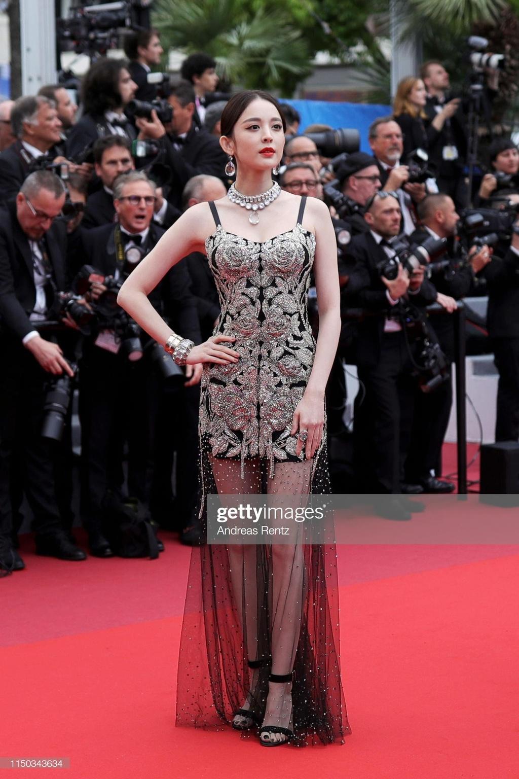 Hoa hau dep nhat moi thoi dai long lay tren tham do Cannes hinh anh 3