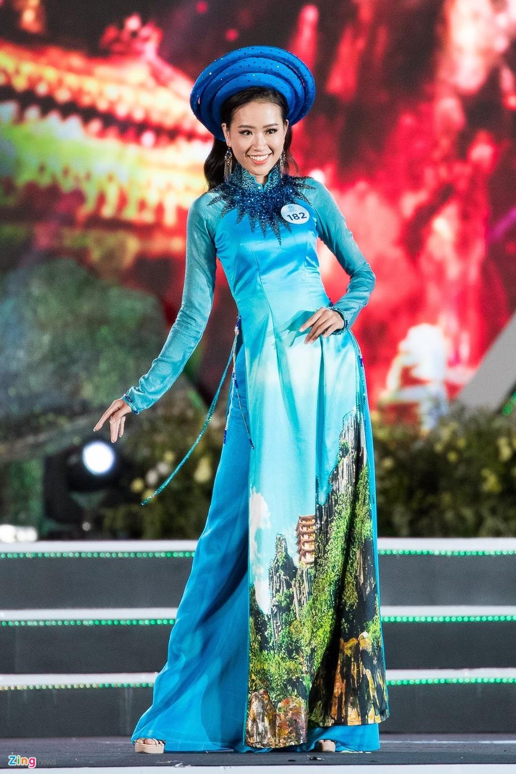 Thi sinh Hoa hau The gioi Viet Nam dien kieu ky voi ao dai hinh anh 4