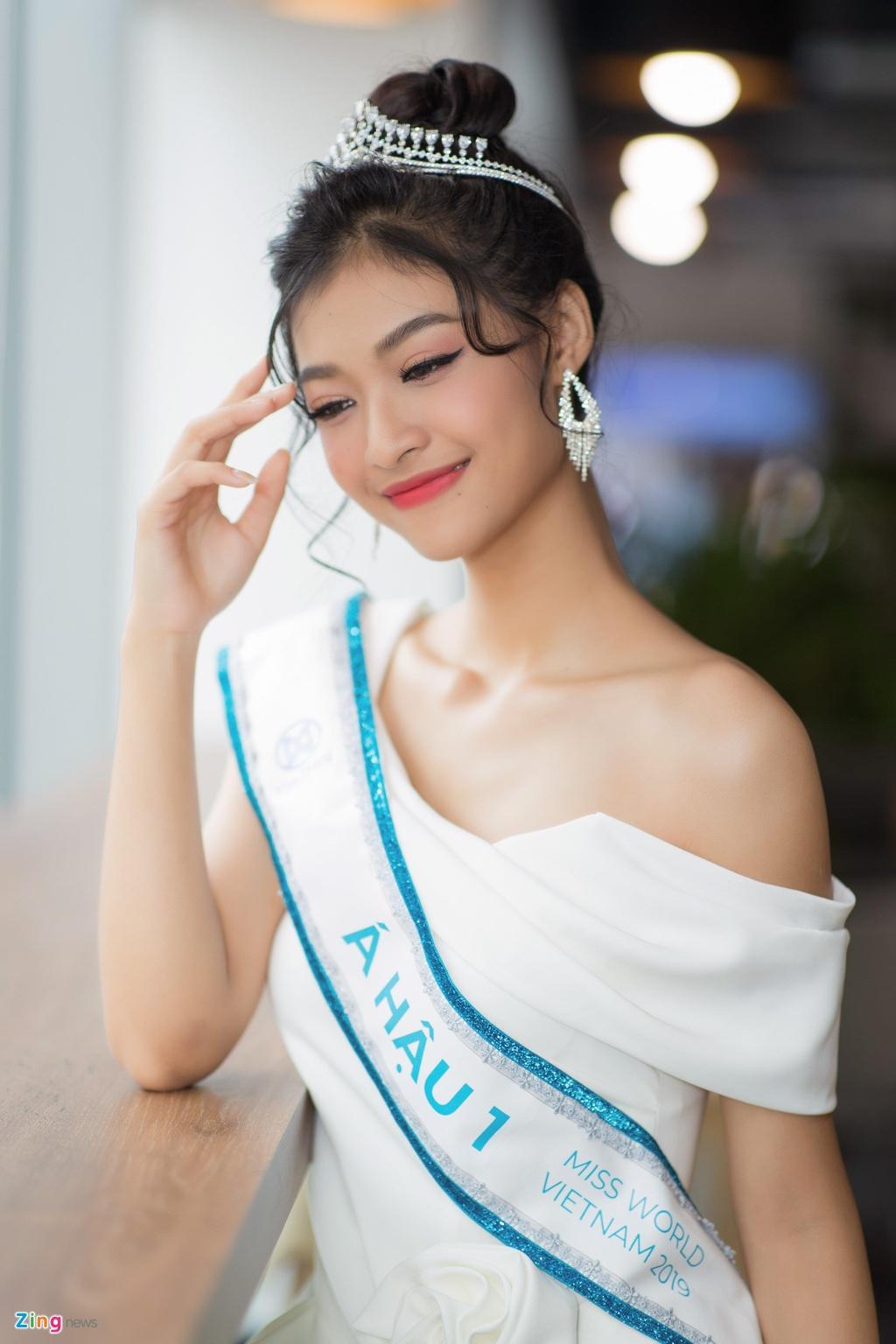 Nhan sac ruc ro cua Hoa hau Luong Thuy Linh va hai a hau hinh anh 10