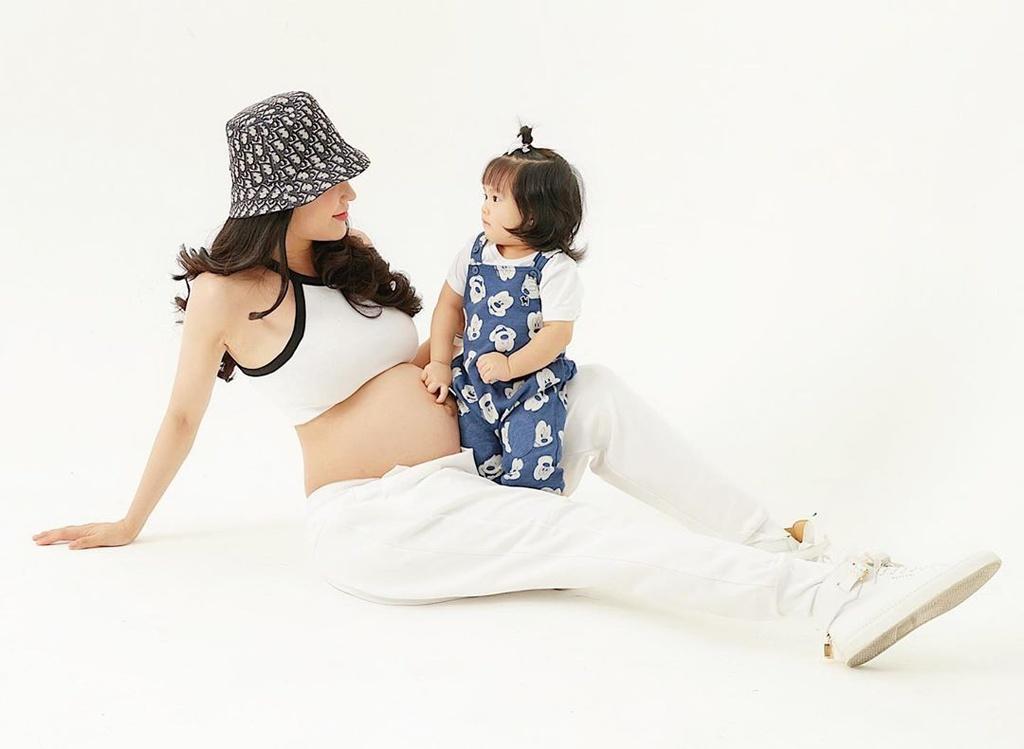 Diep Lam Anh, Lan Khue pho truong hang hieu khi mang thai hinh anh 7